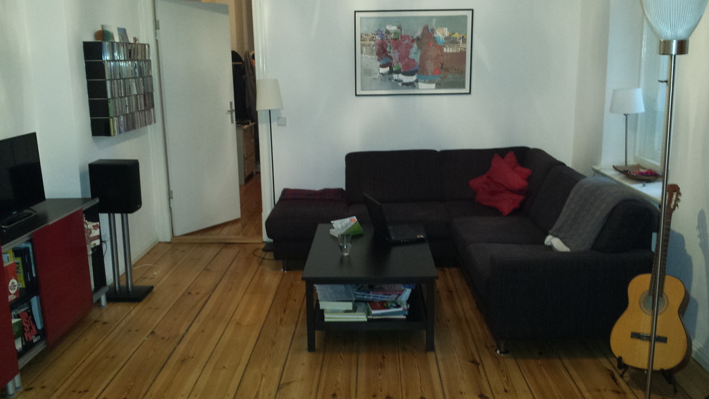 Berlin: living room with TV and CD-player