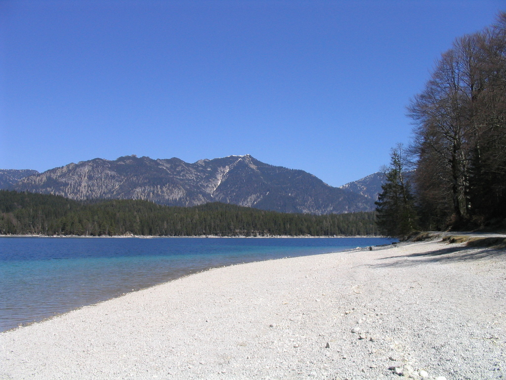 Swimm in the mountain lakes! Eibsee 15 Min drive or 1 hour by bicycle.