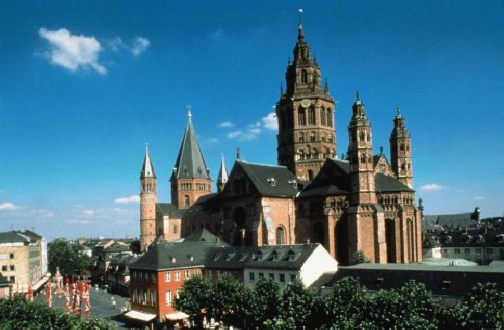 15 Minutes drive to the historical city of Mainz