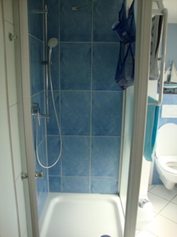 Badezimmer oben/ Bathroom upstairs/ Salle de bains en haut (1)