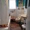 das untere bad mit dusche und badewanne und ganz vielen enten