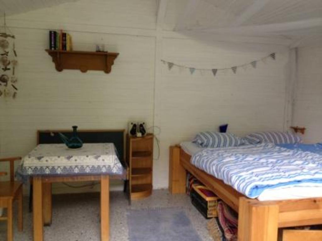 The guesthouse interior (Sleeping room 3) / Das Gästehaus von innen (Schlafzimmer 3)