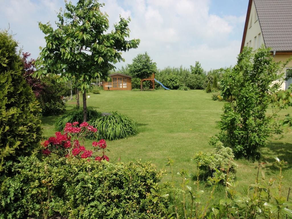 Big garden (perfect to play football) / Großer Garten (Perfekt zum Fussballspielen)