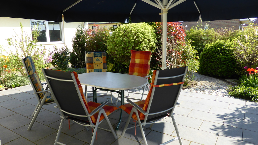 Terrace with barbecue / Terrasse mit Grill