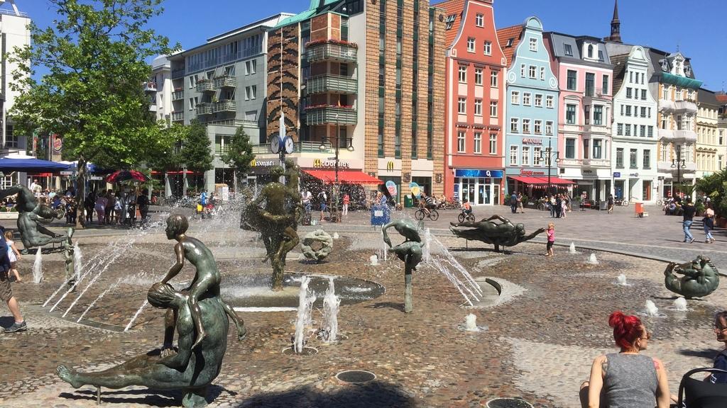 Porn fountain in Rostock / Brunnen der Lebensfreude (auch Pornobrunnen genannt)