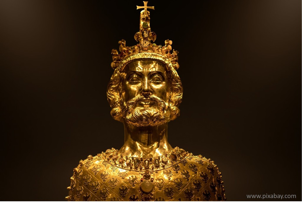 bust of Charlemagne to visit in the Aachen Treasury