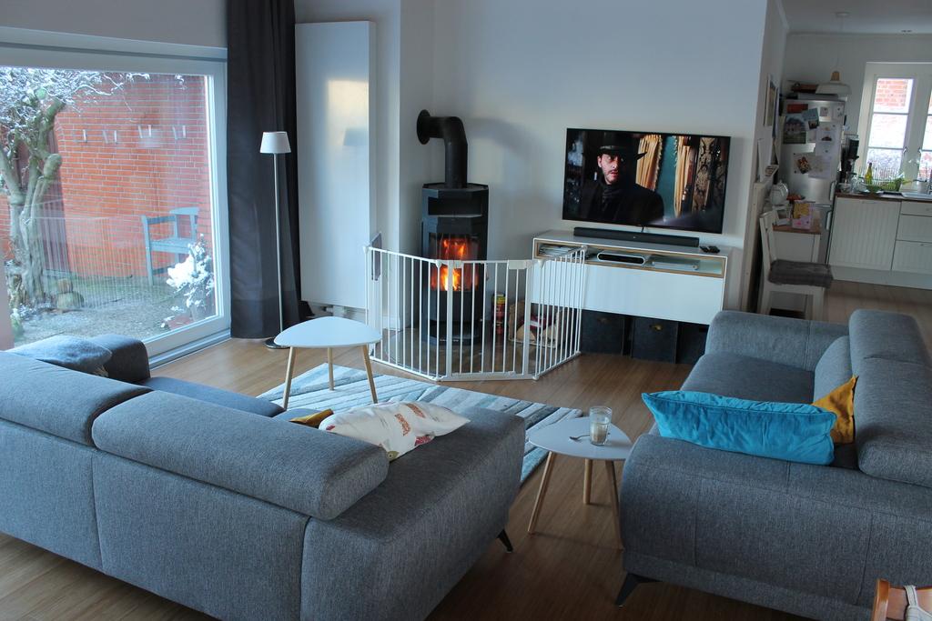 fireplace and tv corner