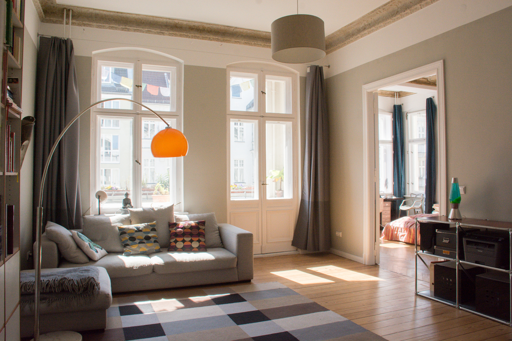 Schöne helle Altbauwohnung in Berlin Schöneberg   Beautiful bright apartment in a quiet central residential area