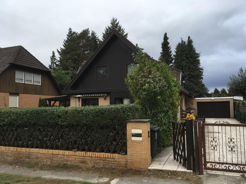 Gepflegtes Einfamilienhaus in ruhiger Lage von Berlin (15 km zum Zentrum)/Well-tended family house 15 km from the town centre