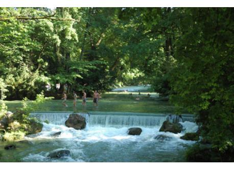 Munich: Swimming in the river in the Englischer Garten