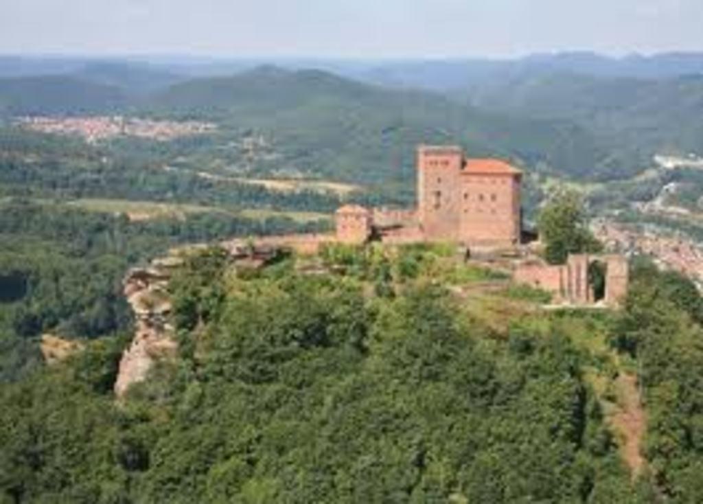 15 min. Burg Trifels in Annweiler