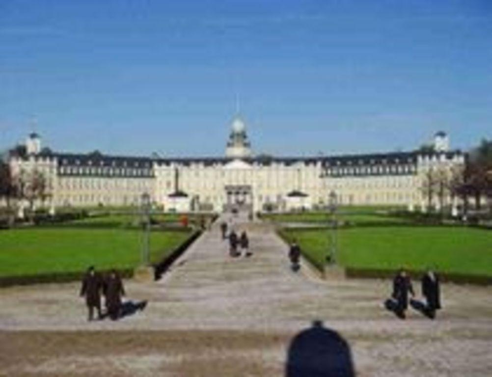 30 min. Karlsruher Schloss