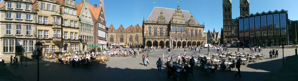 Marketplace with townhall, Roland statue, cathedral and Bremen parliament