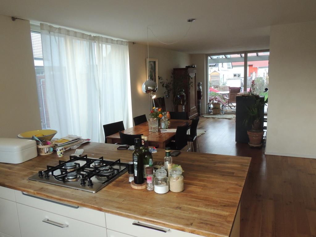 kitchen + eating