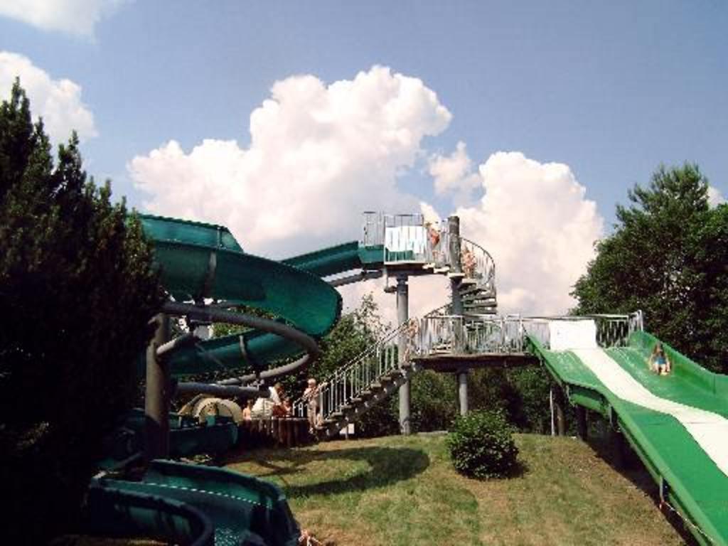 Tankumsee slides