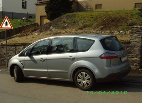Our car/ nuestro coche