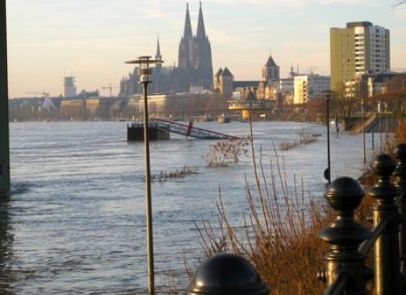 Along the Rhine with high-water