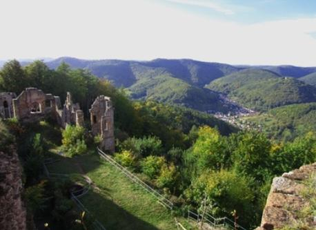 Visiting castle Neuscharfeneck in the Palatinate forest