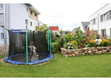 Garden with trampoline, BBQ, and sandbox