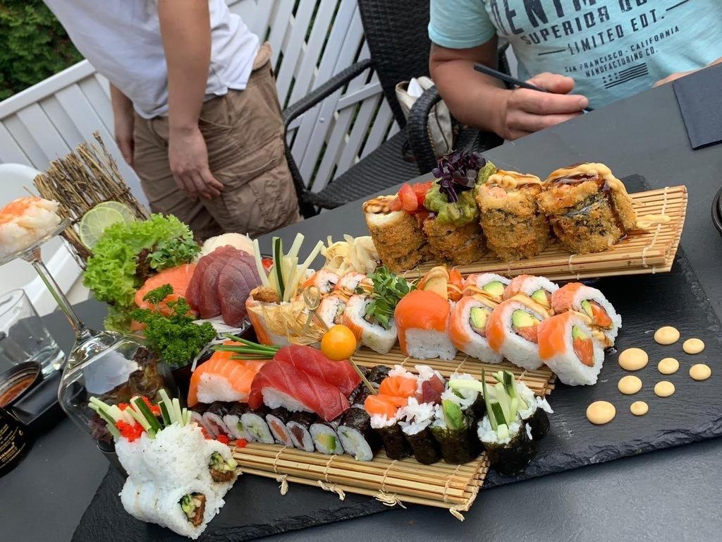 Lots of restaurants in walking distance: Asian, Greek, Indian, Italian, Mexican  kitchen…