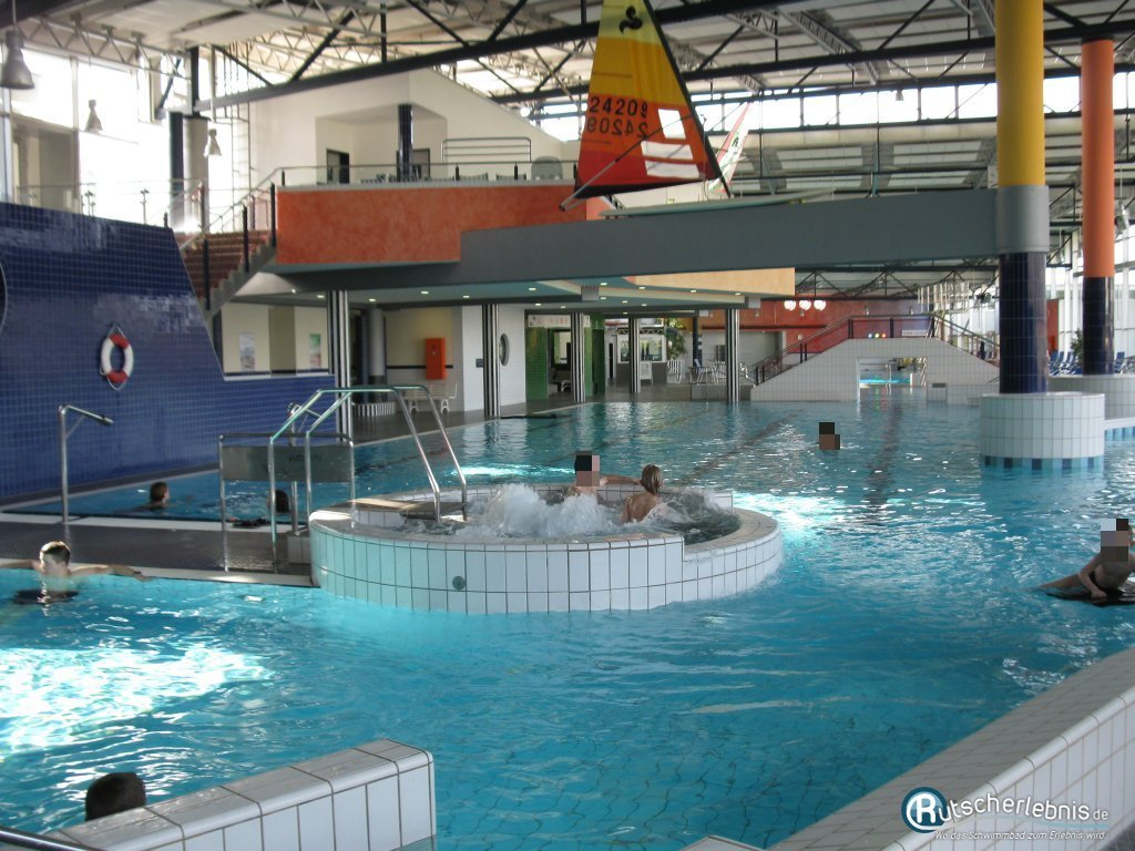 In- and outdoor swimming pool and saunaparc in Lingen (black hole slide 100 m)