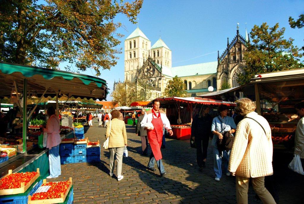 weekly market    Foto: Presseamt Münster / Angelika Klauser