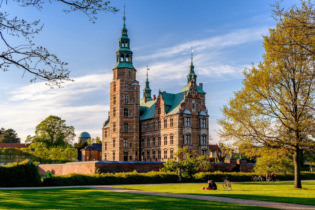 S08. Rosenborg Castle, built 1607 as a summerhouse for the Danish king, Christian IV - contains a huge number of tresures