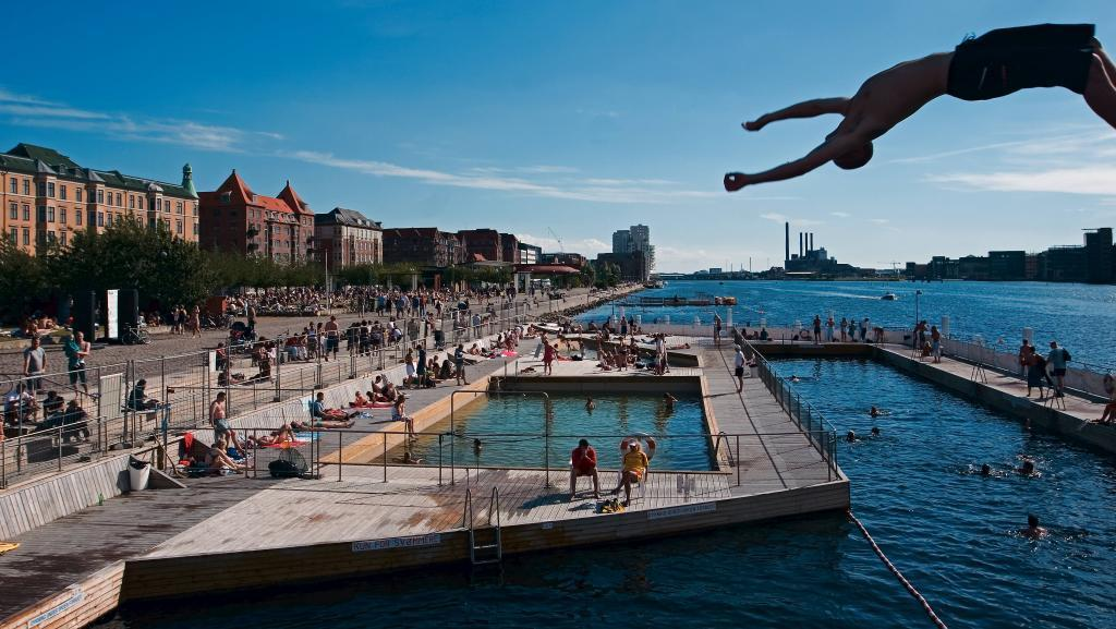 The Harbour Bath in Islands Brygge is two minutes walk from our flat