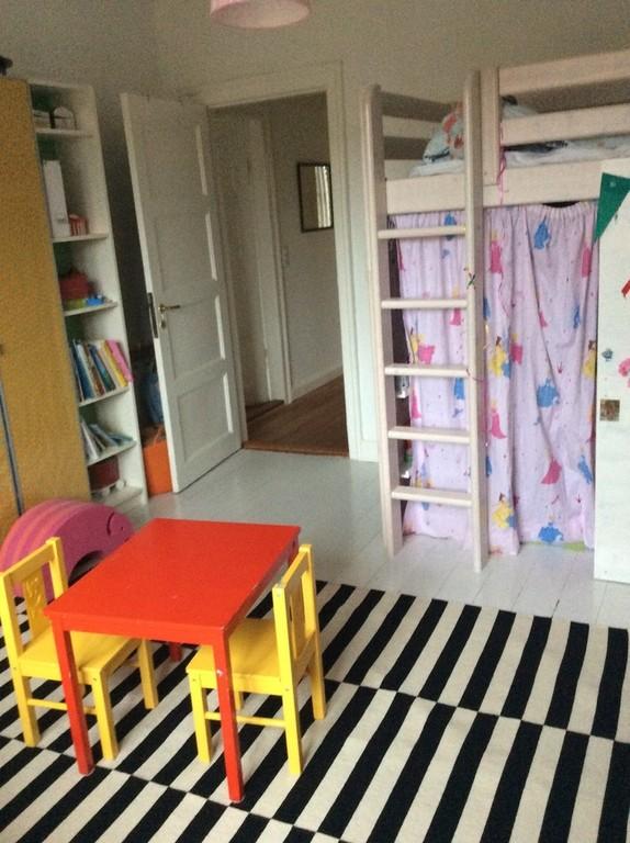 Viljas high bed in the kids room