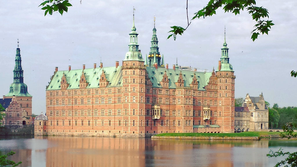 Frederiksborg Slot (National Historic Museum) 5 km from the house.