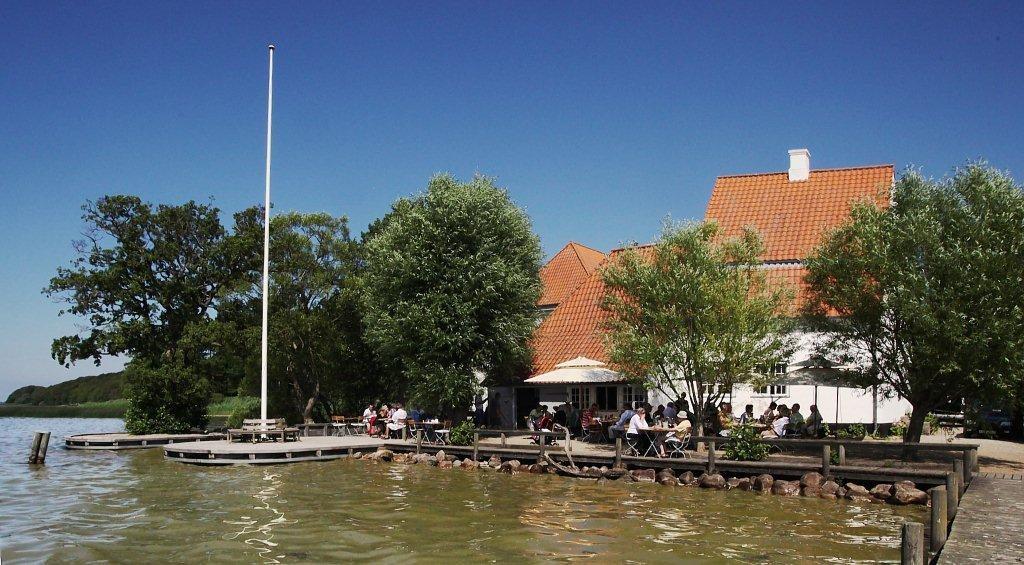 """Restaurant """"Skipperhuset"""" - Esrum Sø - 2 km from the house"""