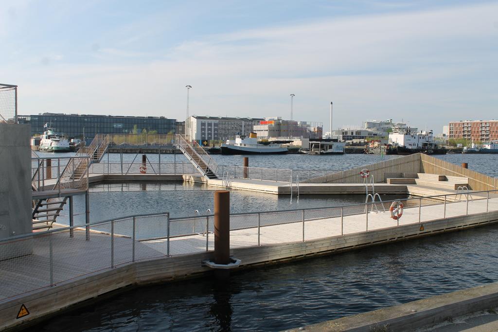 Harbor pool