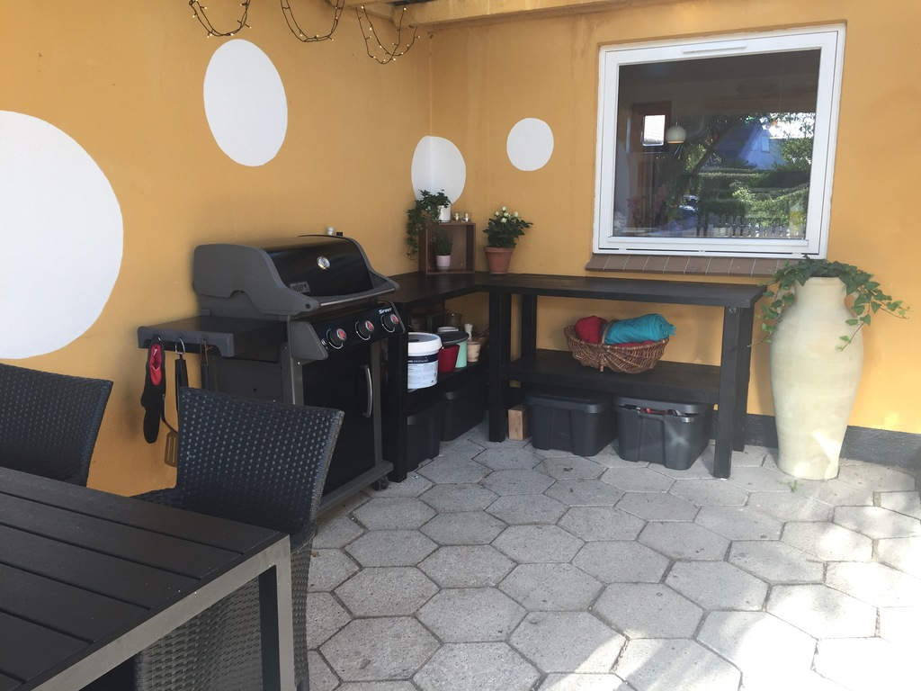 Outside dinning table and barbecue