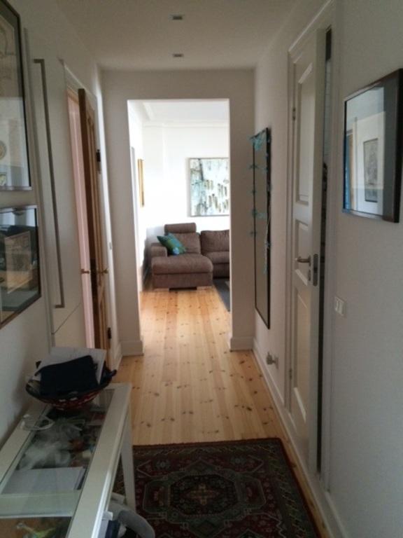 Hallway towards livingroom