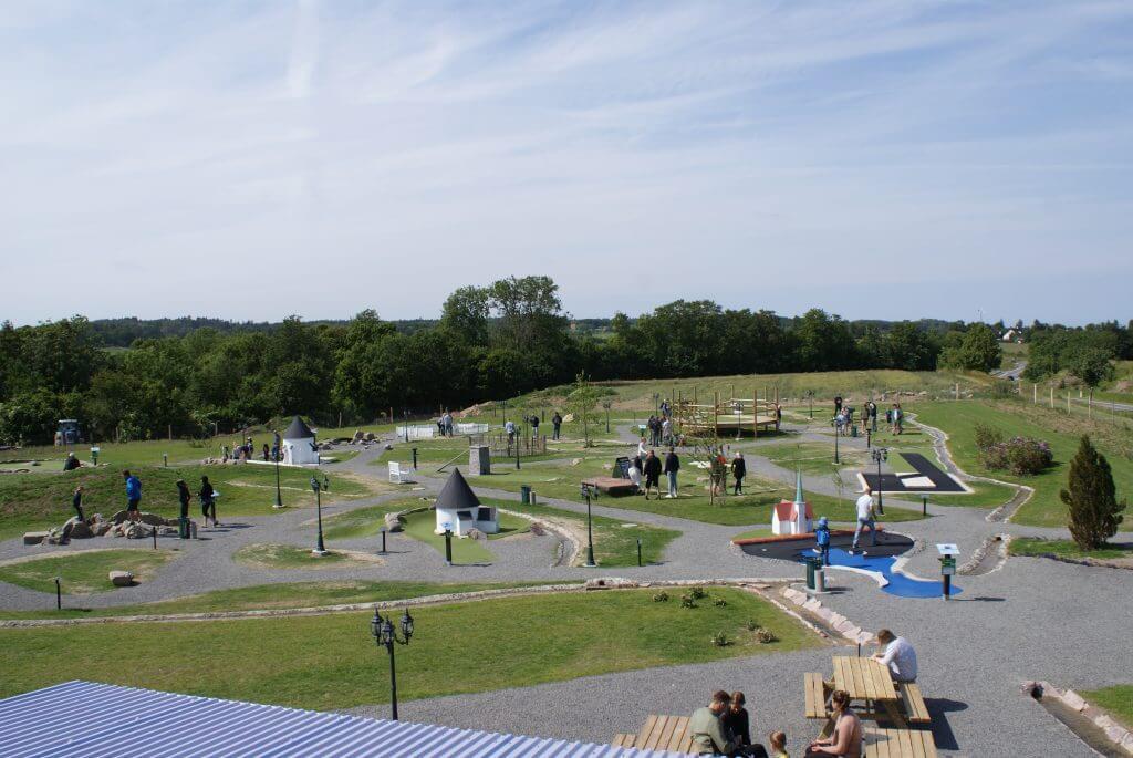 Nordeuropas største minigolfpark i Østerlars  http://bornpark.dk/