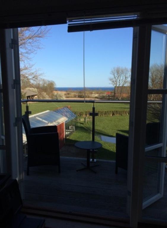 Living room, access to balcony