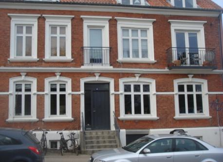 from the outside - our appartment is the 4 windows on the ground floor and the 2 windows to the right on first floor