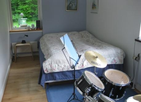 Guest room - with drums!