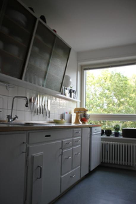 Our 50 ties vintage kitchen contain all modern facilities such as dishwasher, espressomachine, stove and fridge.