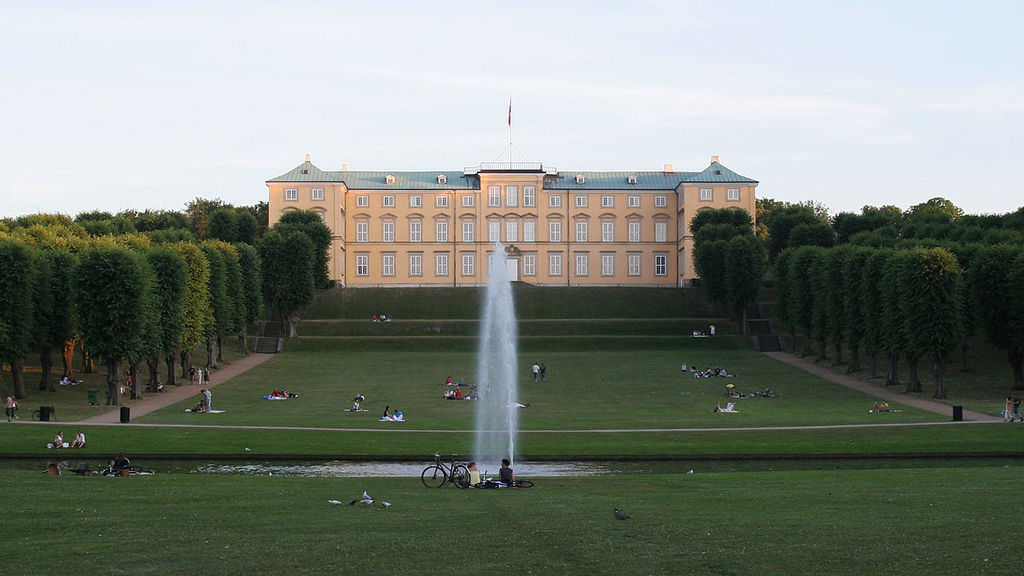 Frederiksberg Castle, 2 km from the apartment, surrounded by a nice park and several cafés.