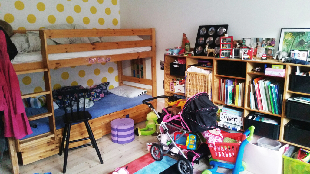 Our childerns room with two beds and lot of toys