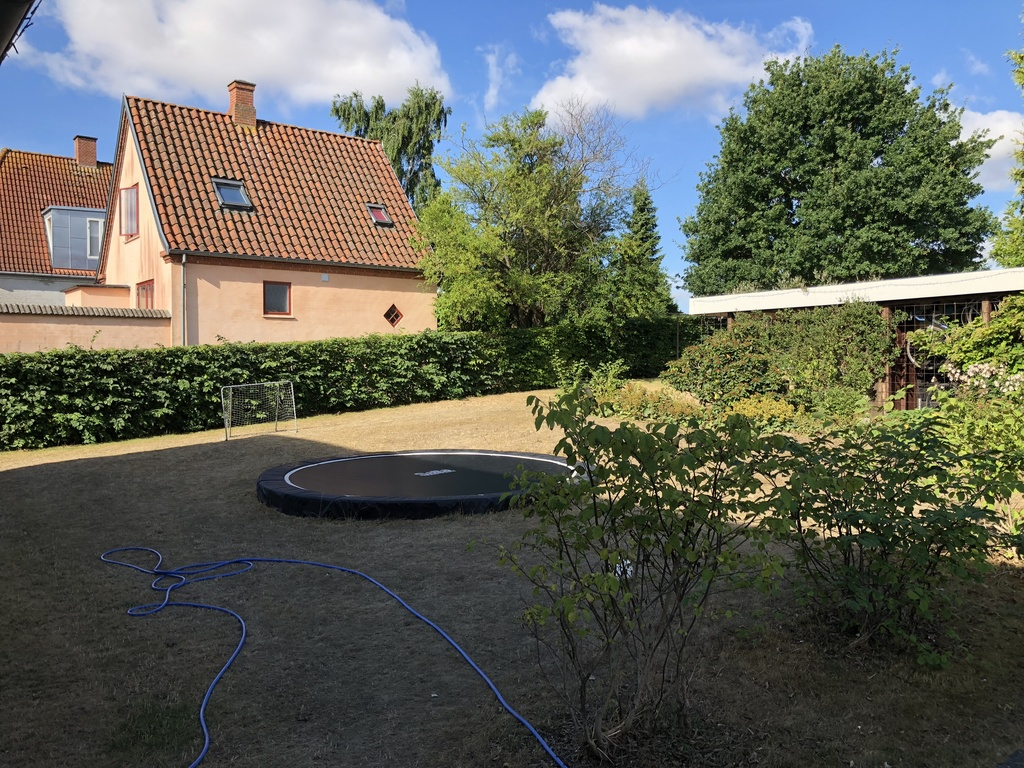 Large inground trampolin