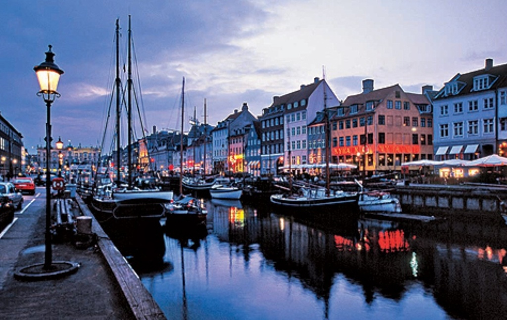 Nyhavn - canals and restaurants, 20 minutes