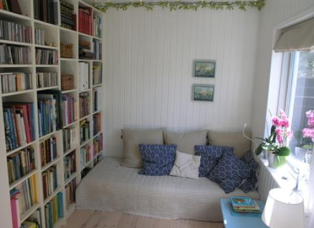 Relaxing space - it is quite small, but we call it our library anyway :-)