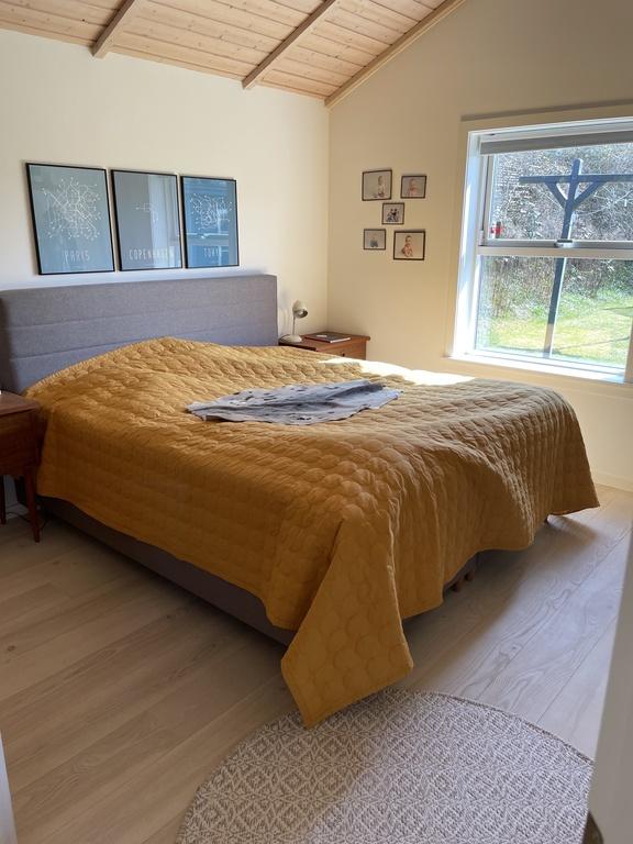 Main bedroom, great, new bed 180 x 200 cm