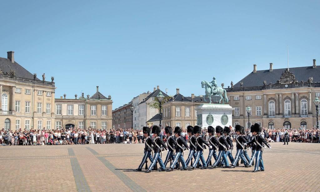 Amalienborg castle, Copenhagen (45 min)