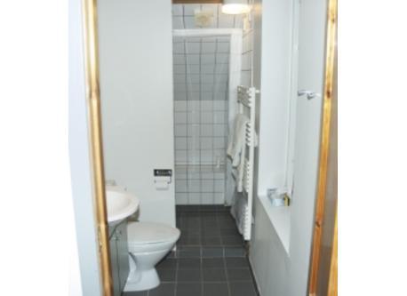 Bathroom 1. floor