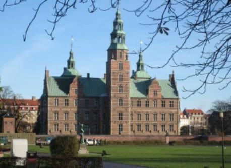 Frederiksborg Slot (Hillerød) ½ hour drive