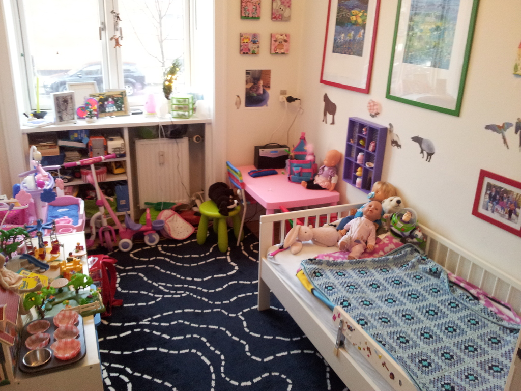 Kid's room with junior bed