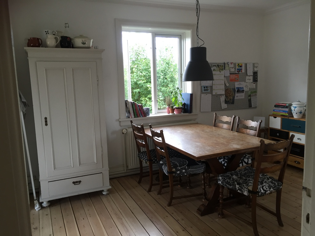 The seating area in the kitchen